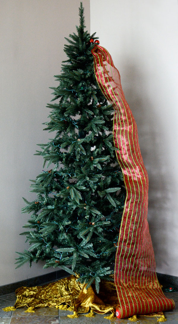 christmas-tree-with-deco-mesh-ribbon