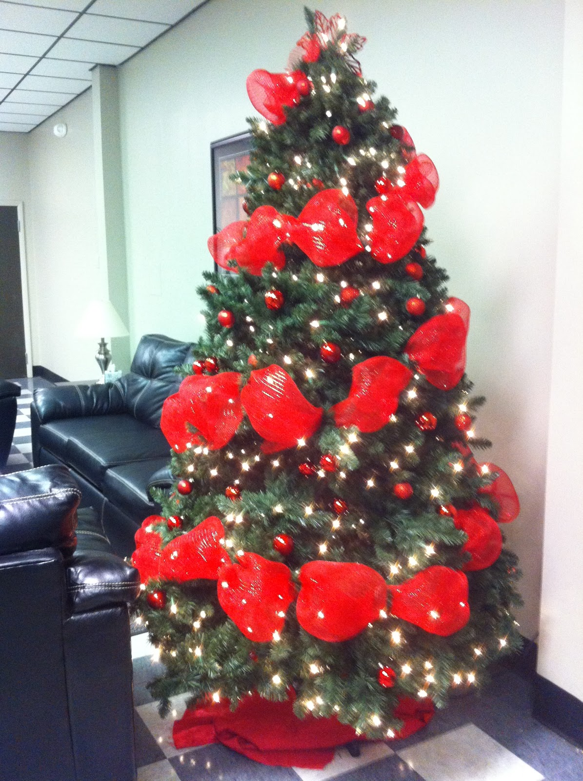 christmas-trees-with-mesh-garland