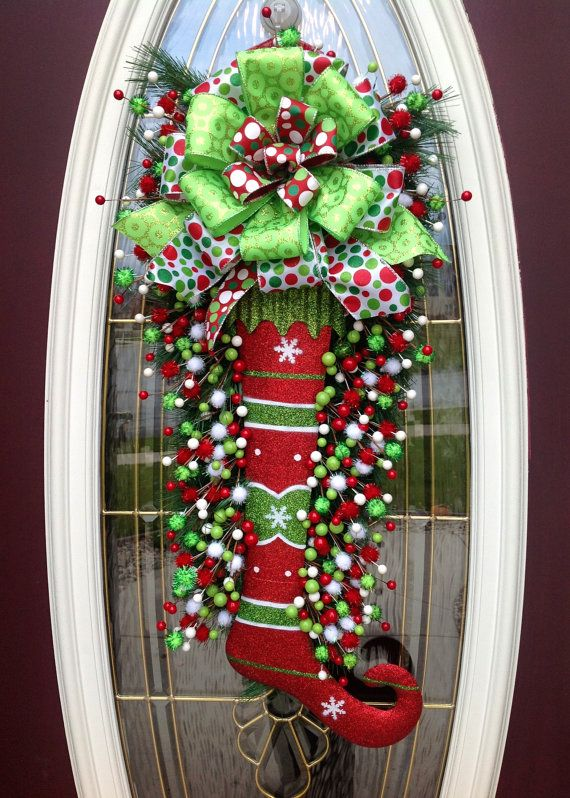 christmas-stocking-wreath