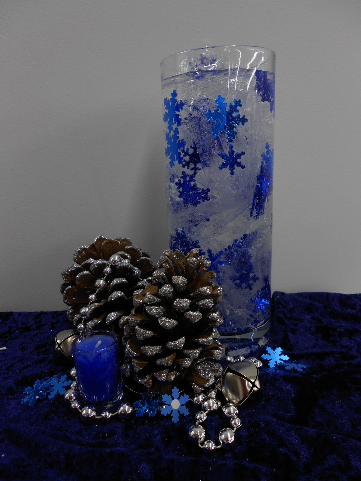 church-christmas-decorations-in-glass-vase