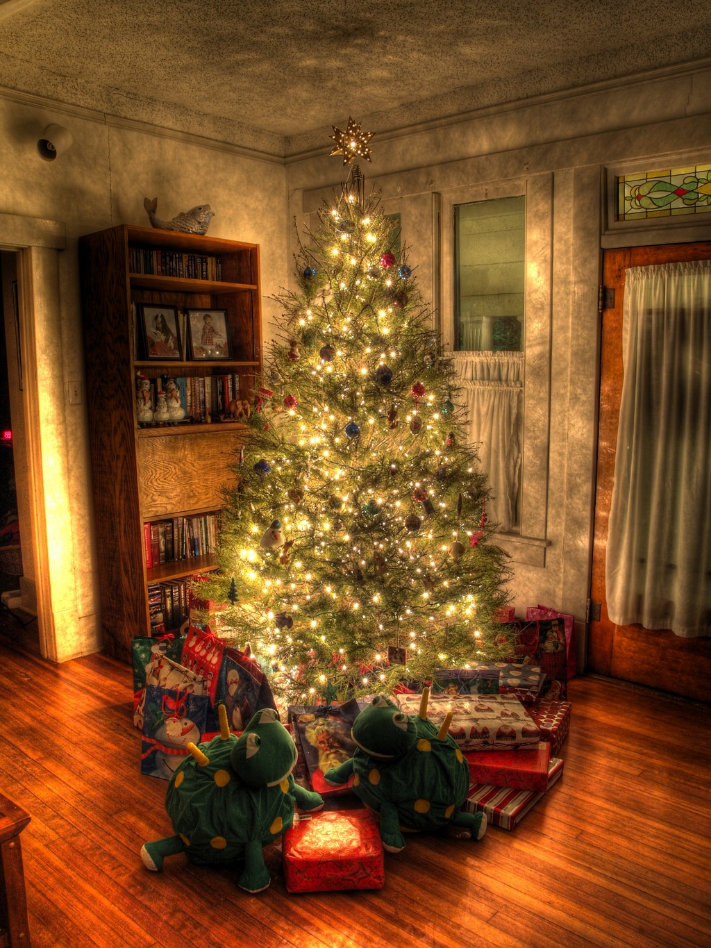 classic-christmas-tree-pictures