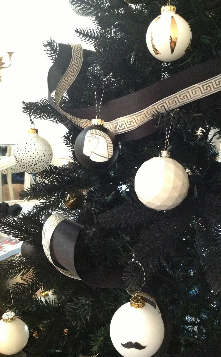 diy-christmas-ornaments-black