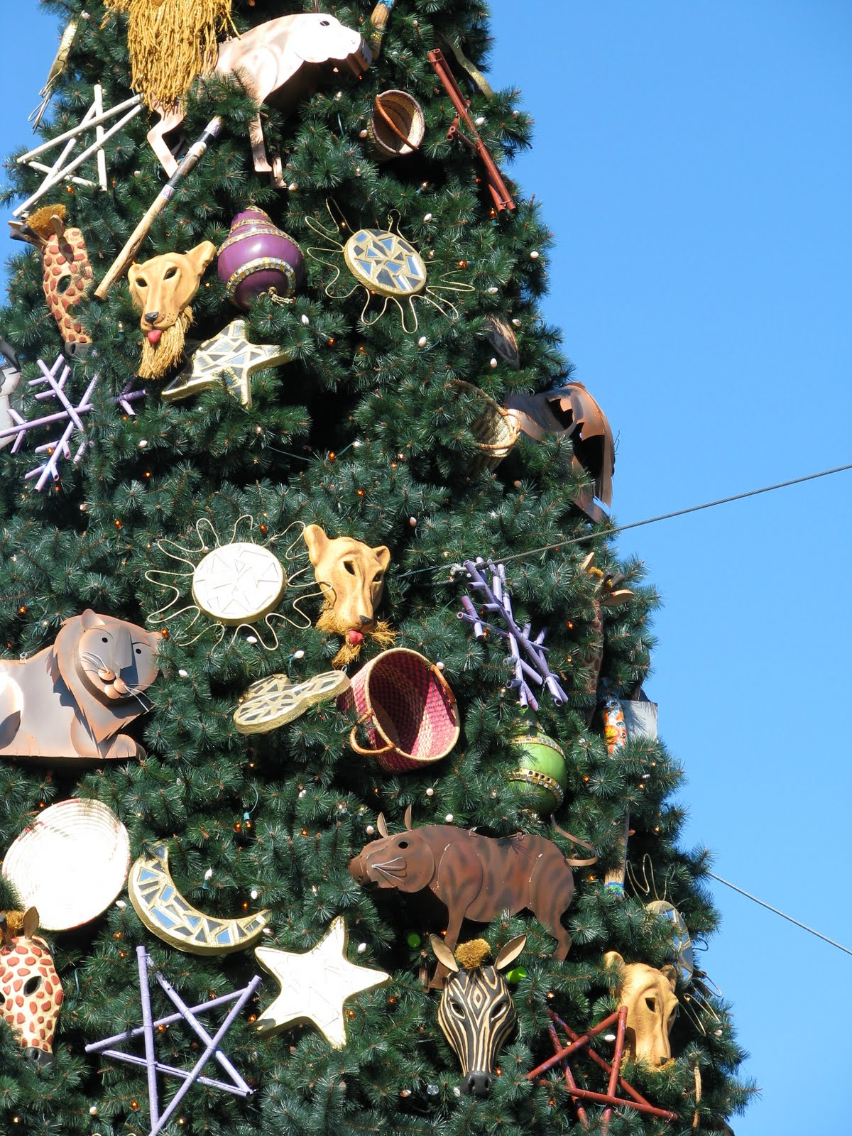disney-christmas-tree-decorated