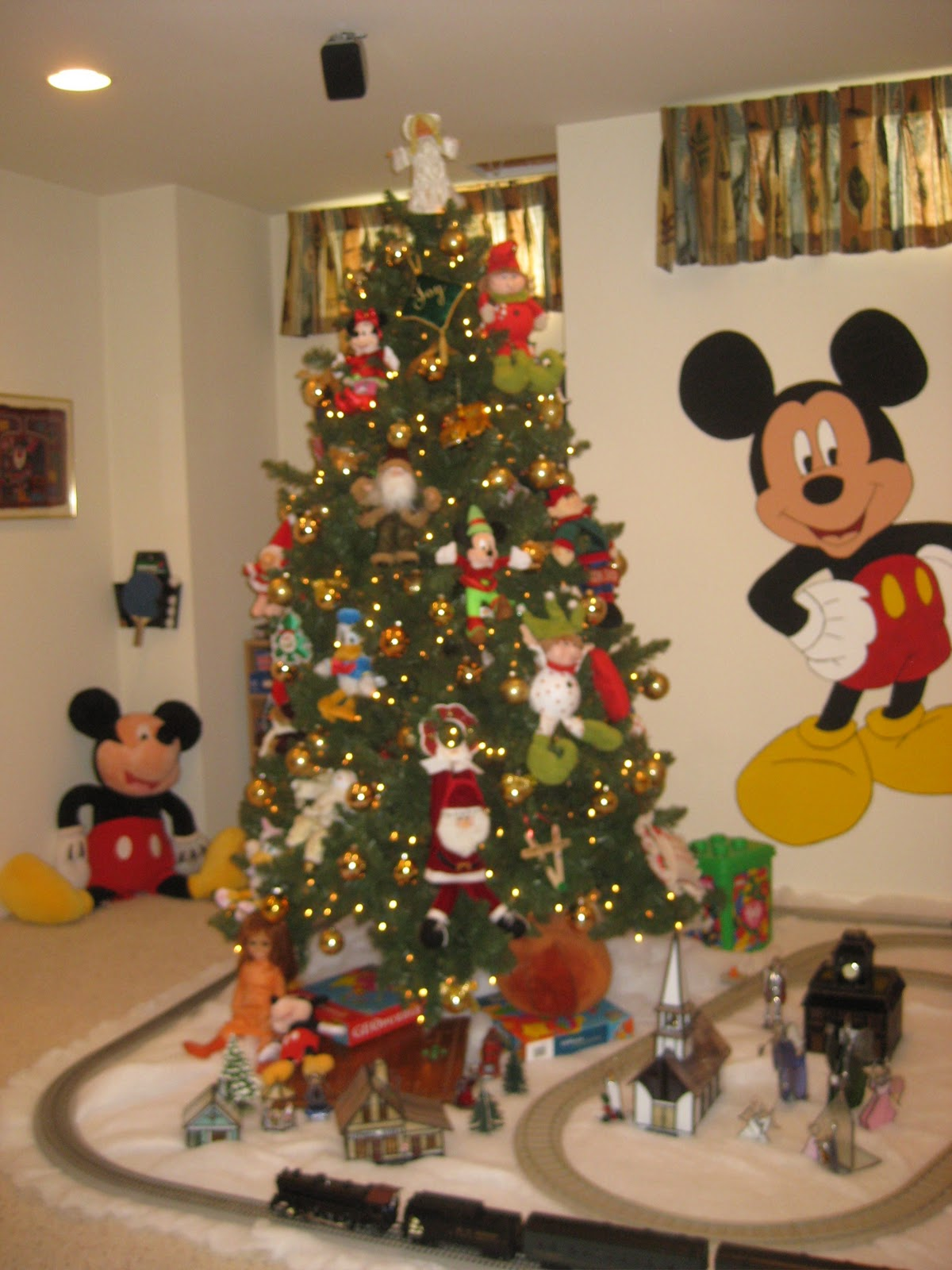 45 amazing disney christmas tree decorations ideas decoration love. Black Bedroom Furniture Sets. Home Design Ideas