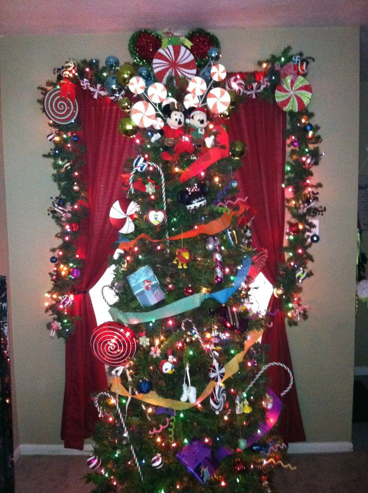 disney-themed-christmas-tree-idea