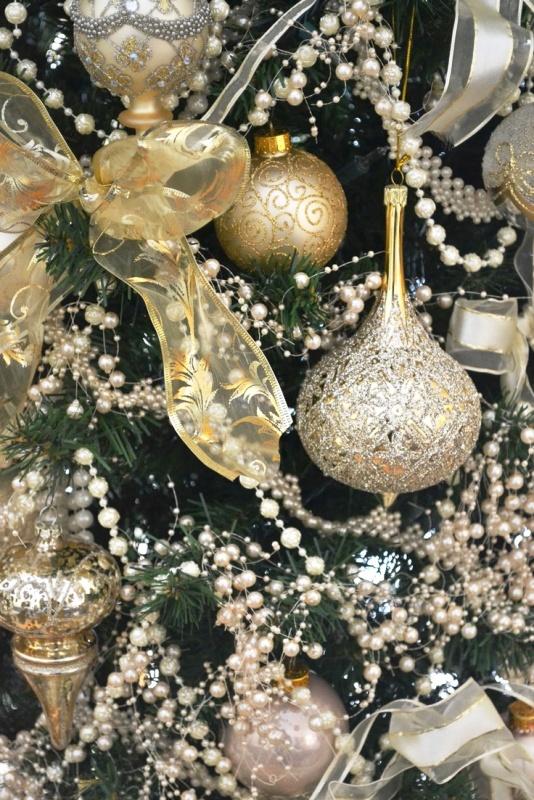 elegant-christmas-tree-ornaments