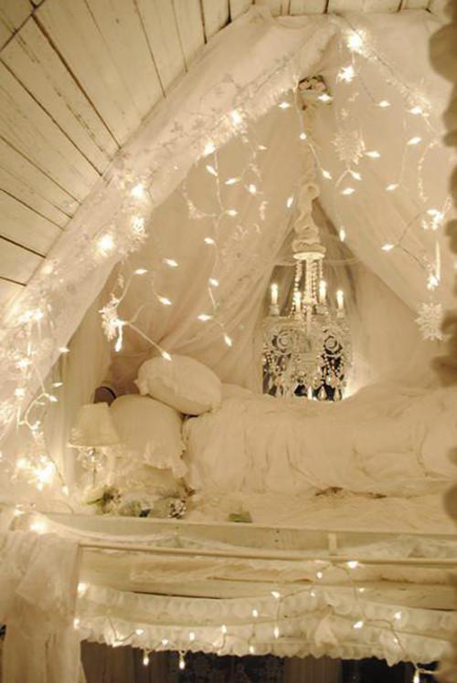 fairy-lights-bedroom