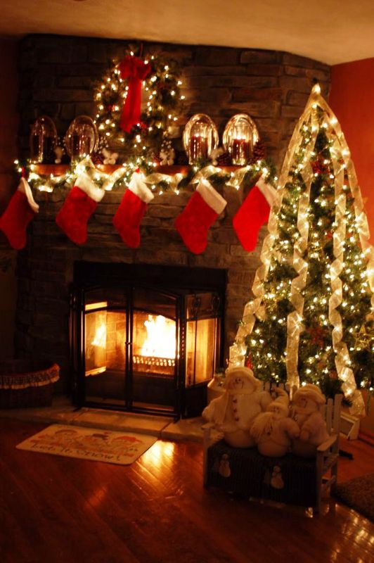 fireplace-christmas-tree-lights