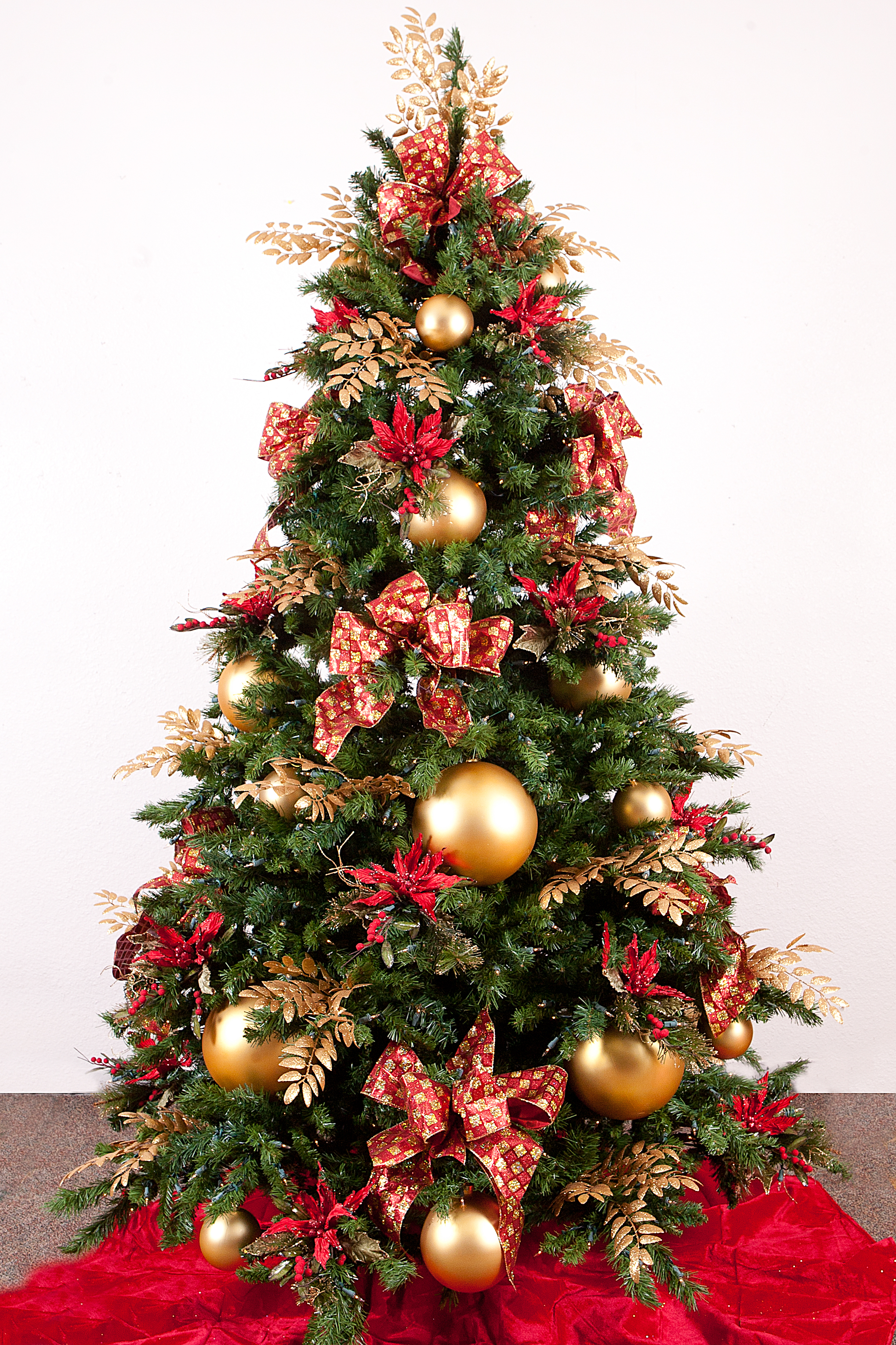 gold-christmas-tree-decoration