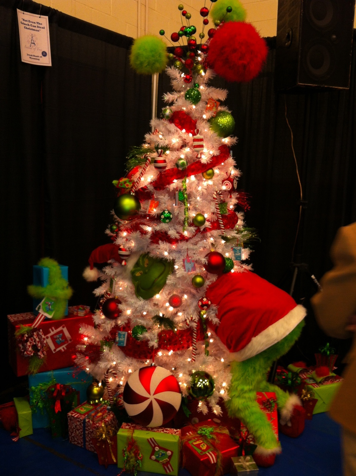 grinch-christmas-tree-fine-design