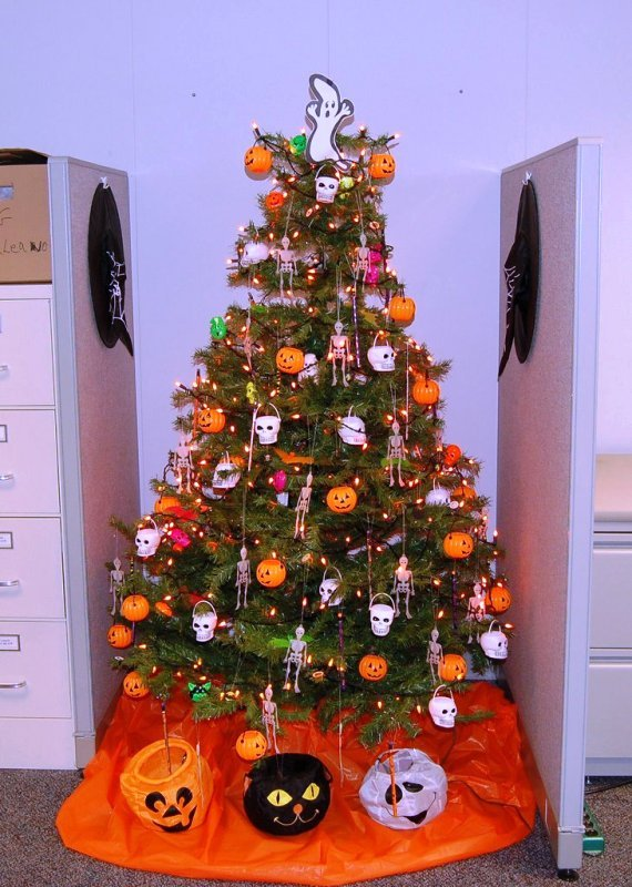 halloween-christmas-tree-outdoor-design