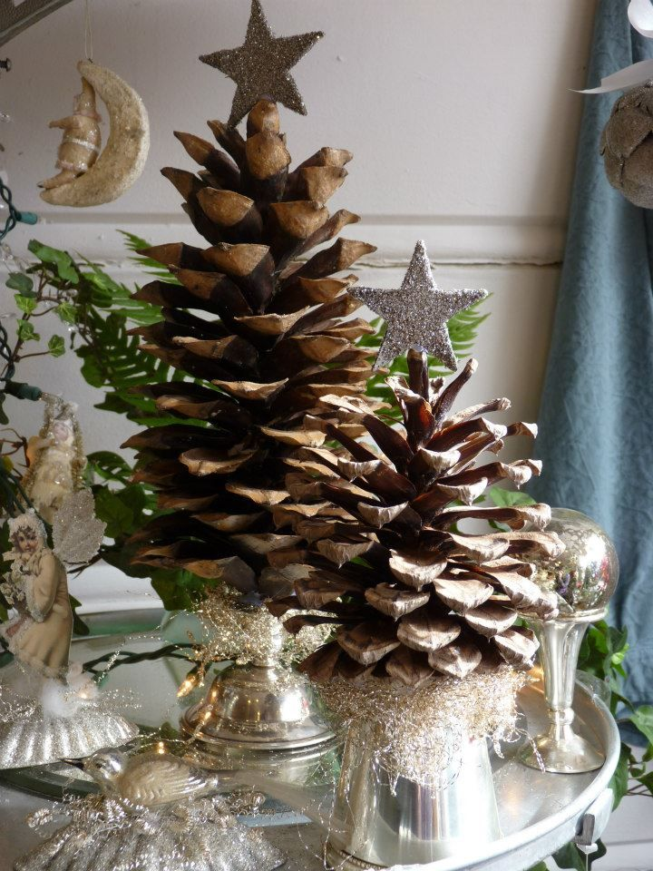 large-pine-cone-christmas-tree