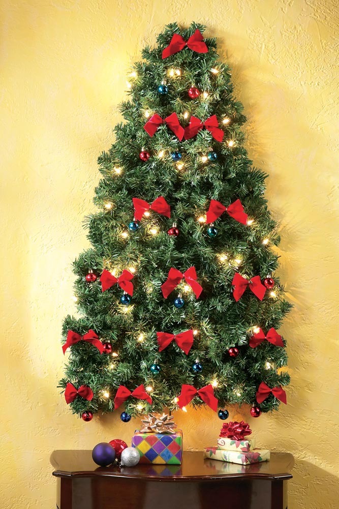 lighted-wall-christmas-tree