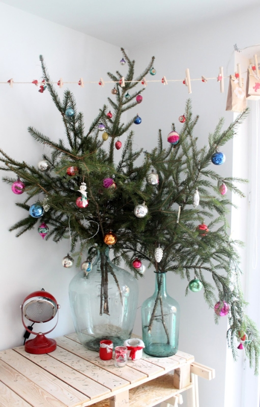 mini-christmas-tree-decorating-fine-designs