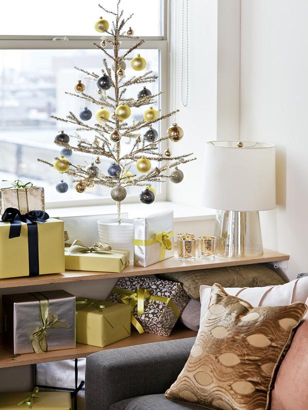 modern-christmas-tree-decor