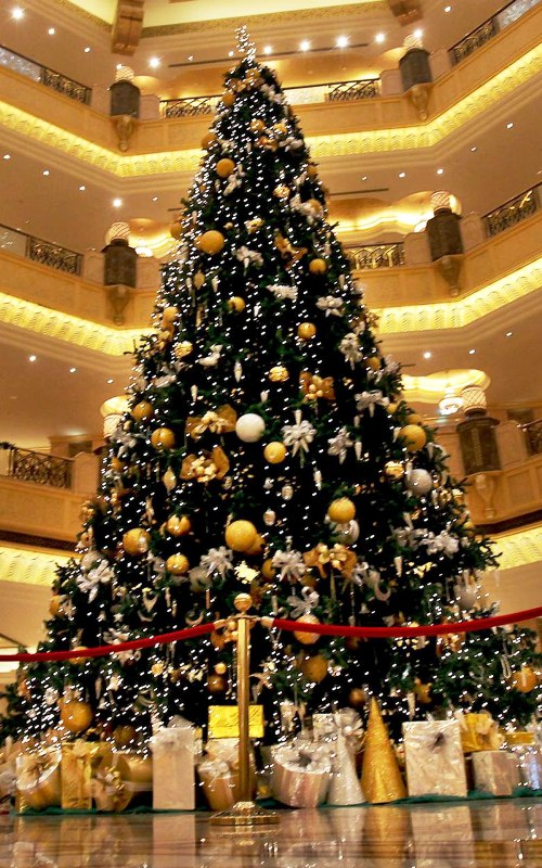 modern-christmas-tree-decorating-idea