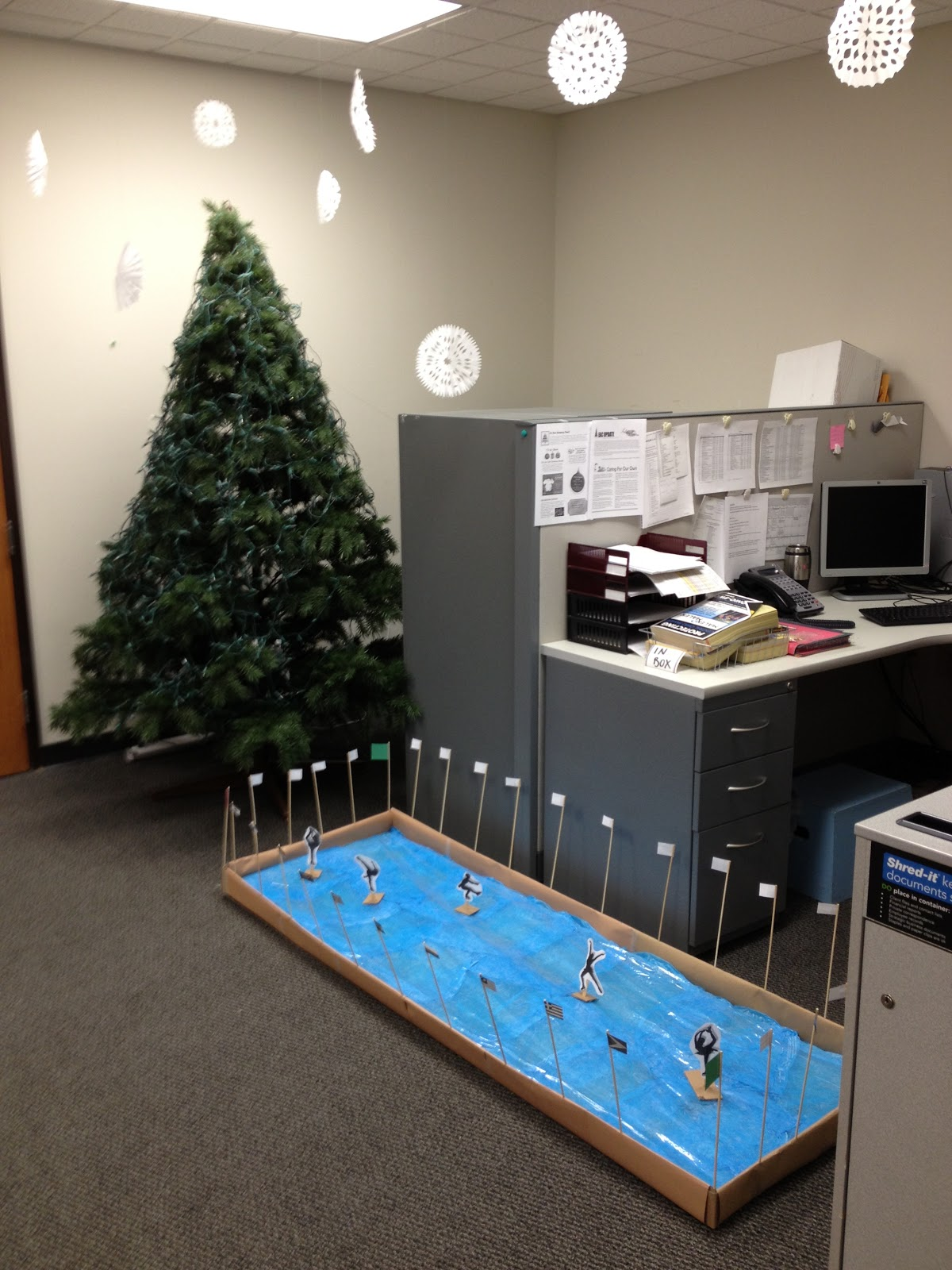 30 Attractive Office Christmas Decoration Ideas ...