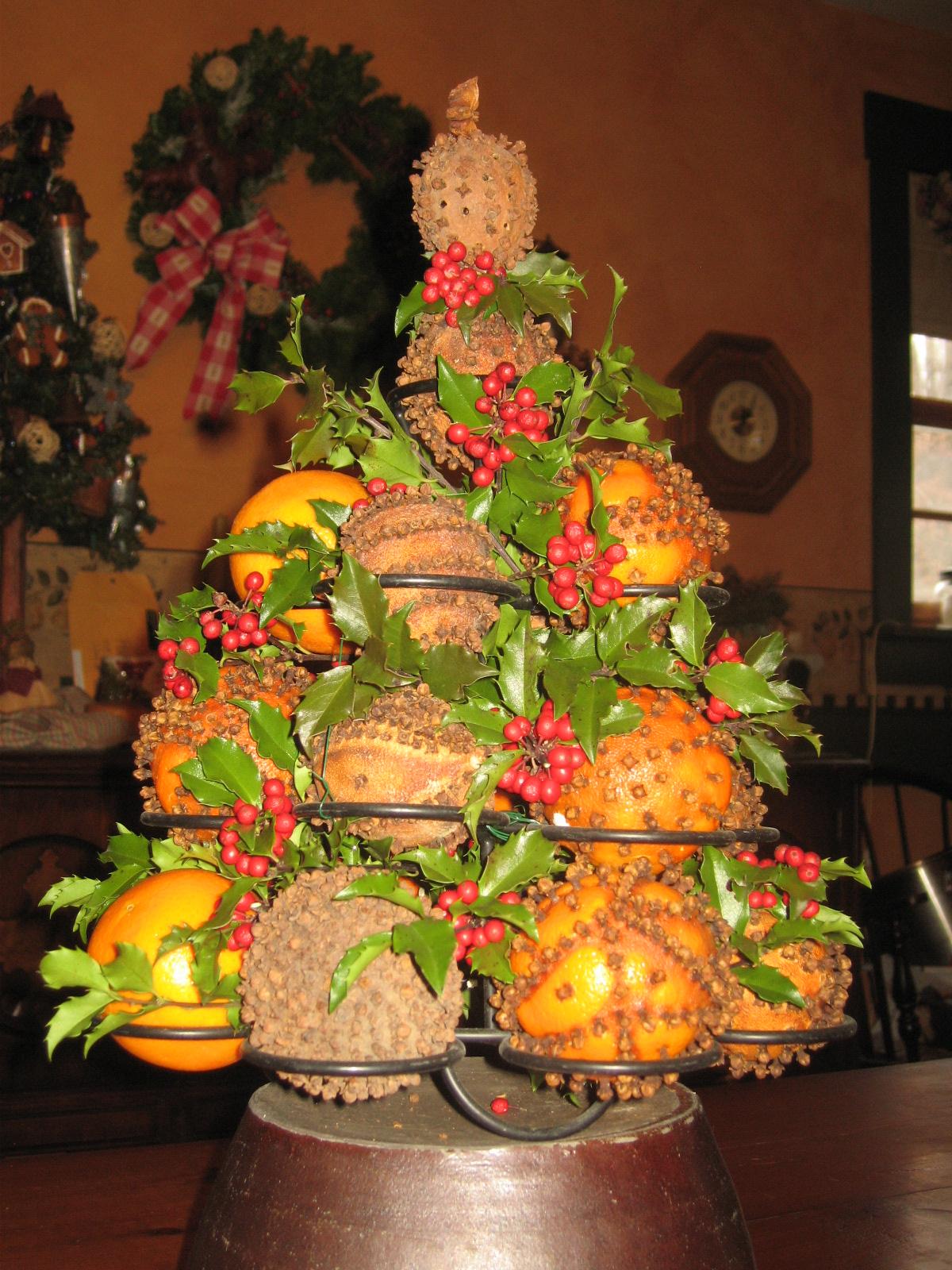 orange-christmas-tree-decrrations-design