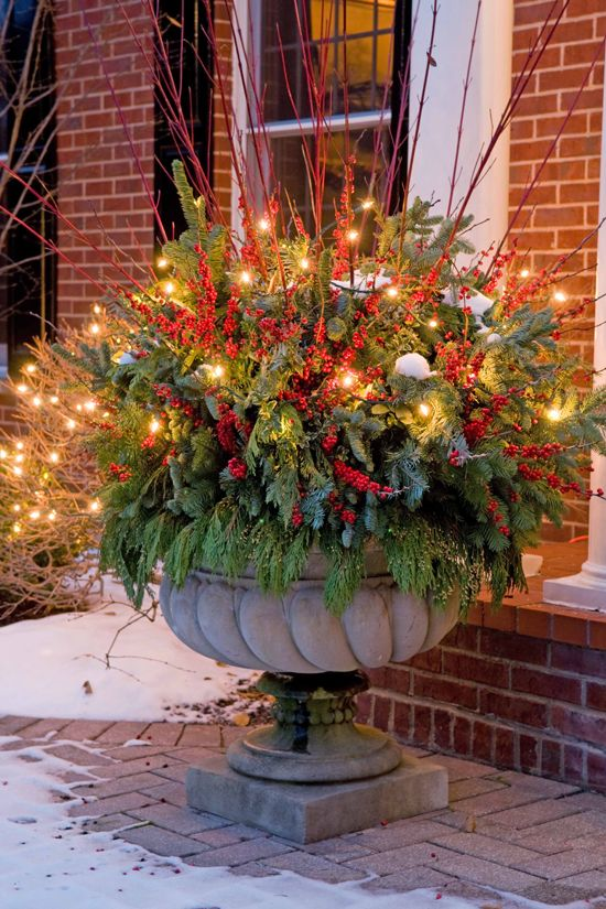 outdoor-christmas-decorations-floral-arrangements