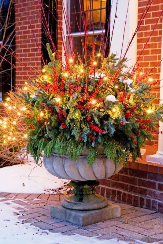outdoor-christmas-decorations-floral-arrangements