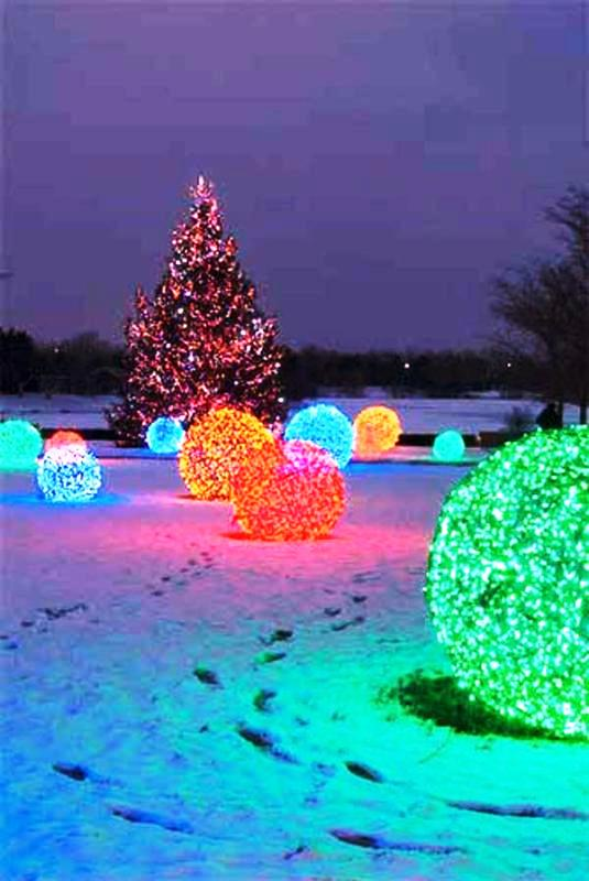 outdoor-christmas-light-balls