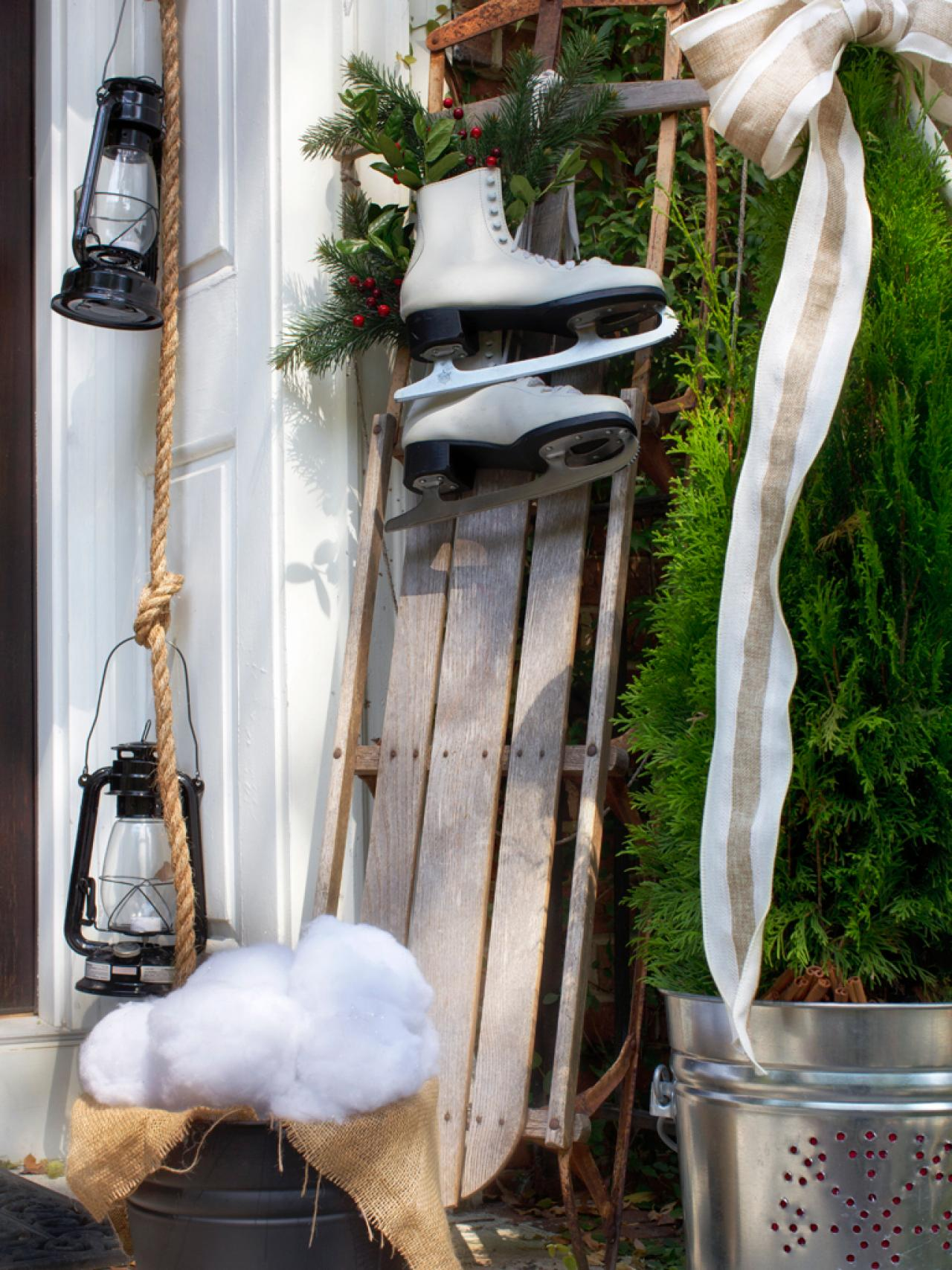 outdoor-christmas-sled-decorating-ideas
