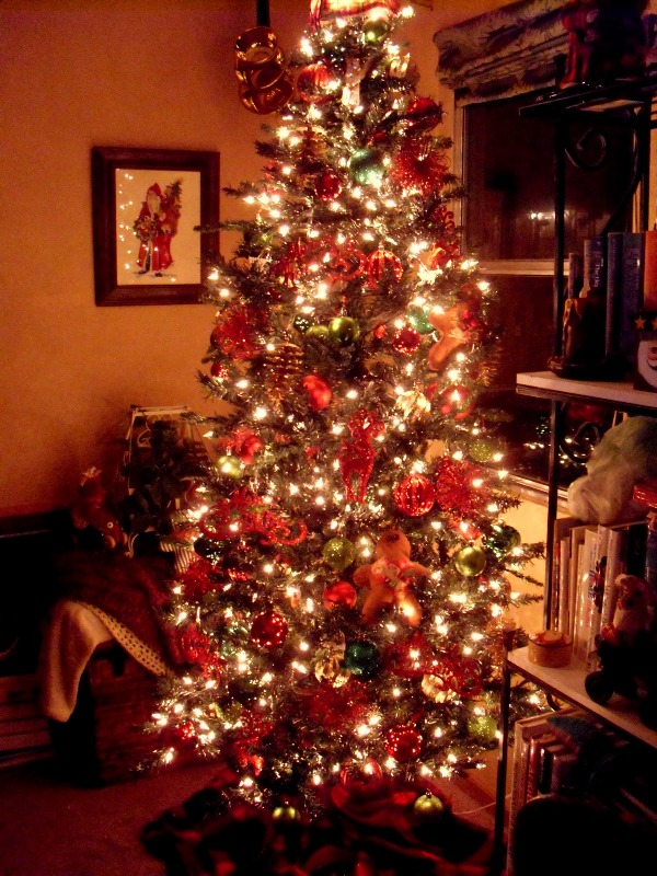 primitive-decorated-christmas-tree