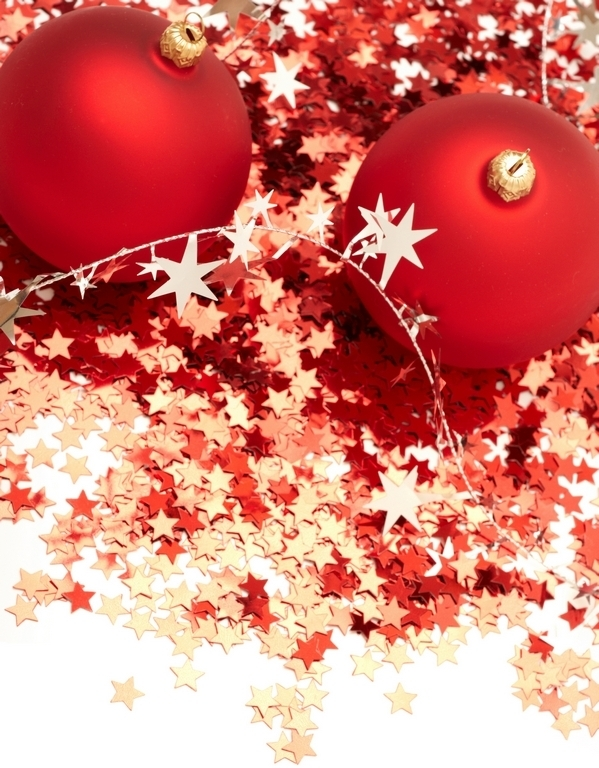 red-christmas-balls-decorations