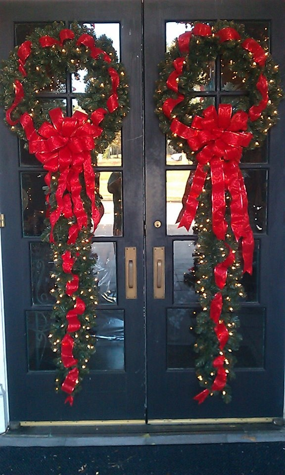 red-front-door-christmas-wreath