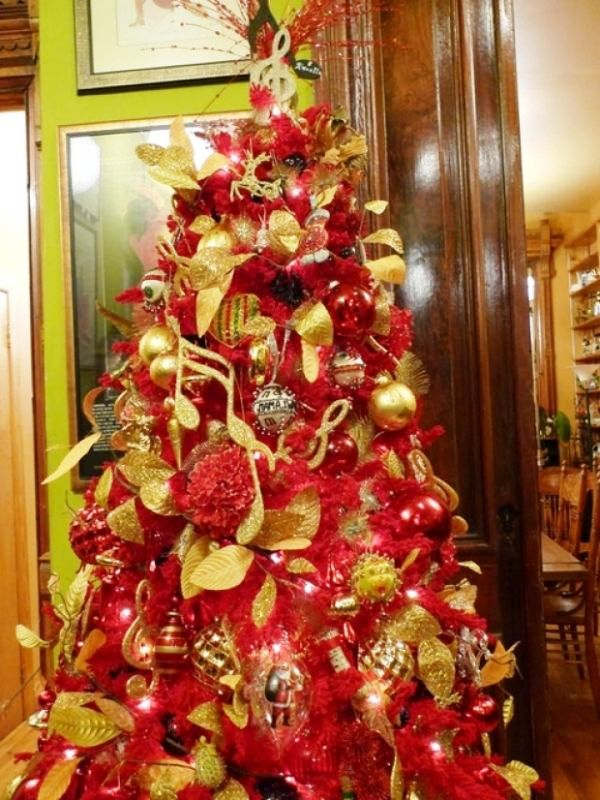 red-gold-and-silver-christmas-tree-decorations