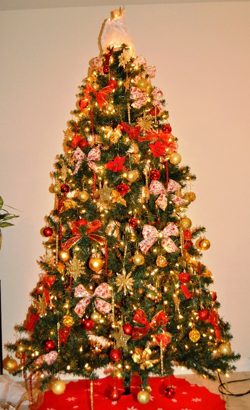 red-and-gold-christmas-tree-decorations-ideas