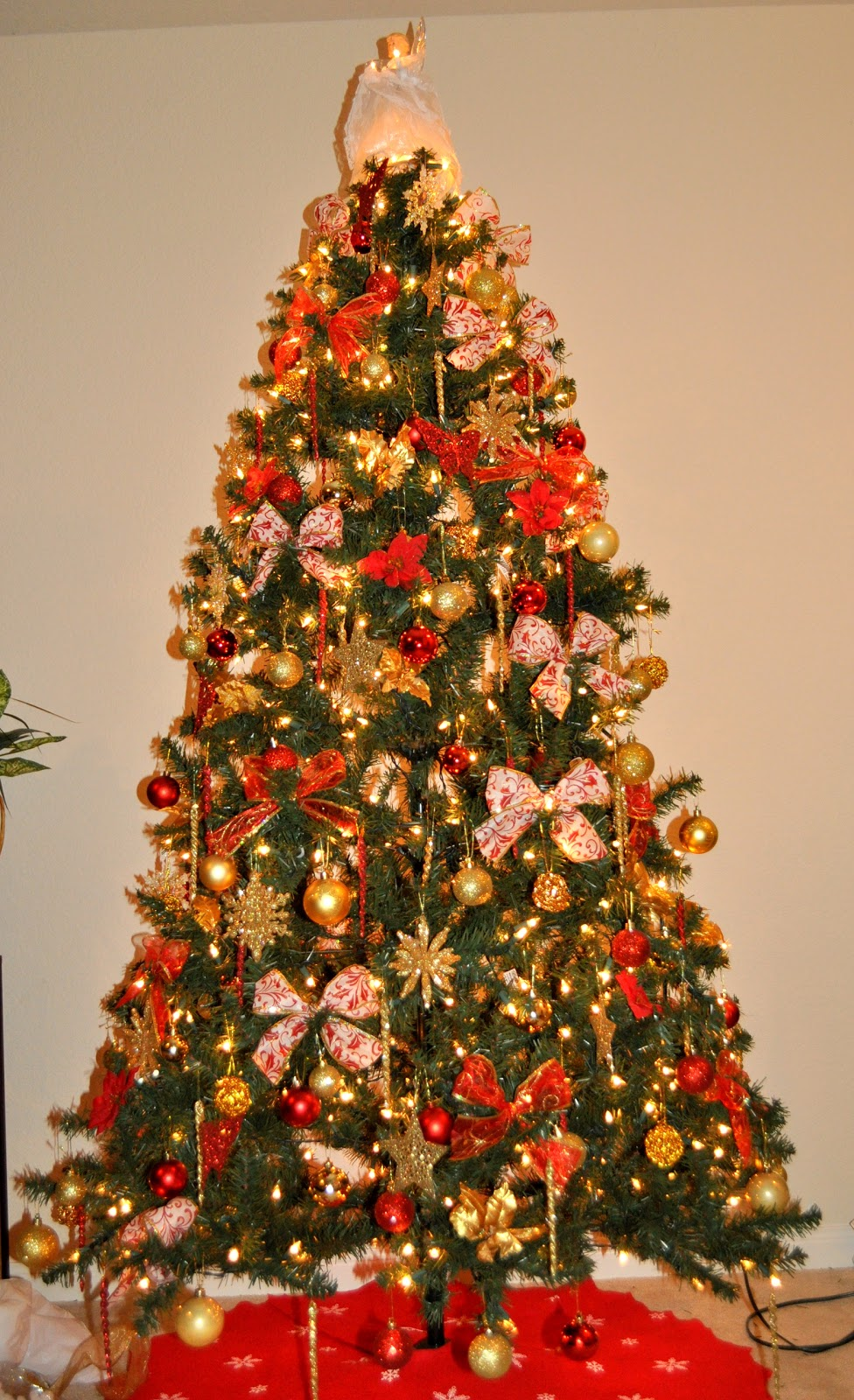 christmas tree decorating and gold tree decorations 30301
