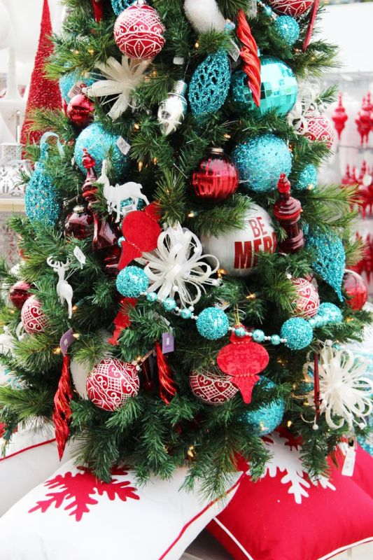 red-and-turquoise-christmas-tree-design-ideas