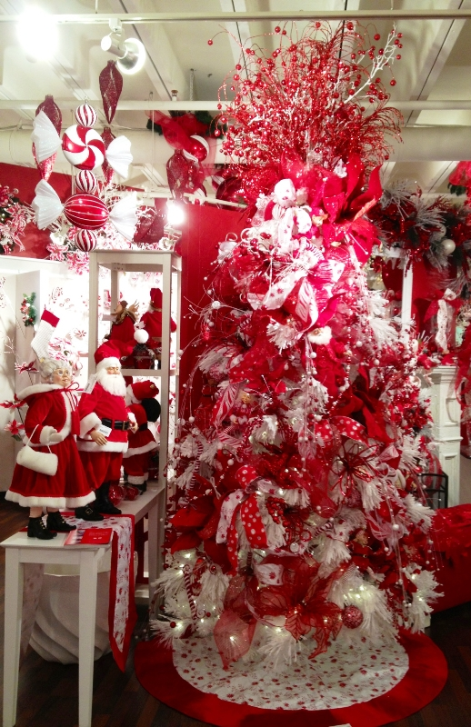 red-and-white-christmas-tree-idea