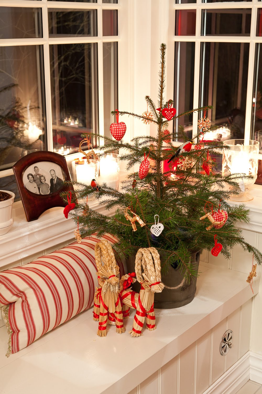 scandinavian-christmas-tree-lovely-design