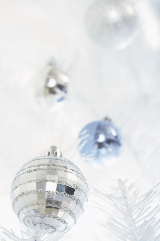 silver-christmas-ornament
