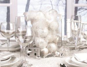 27 White Theme Christmas Centerpieces Decorations Ideas