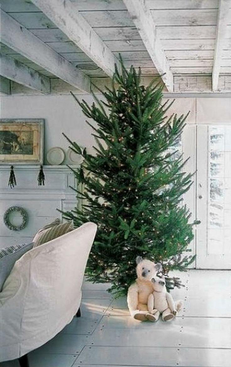 simple-scandinavian-christmas-tree-decor
