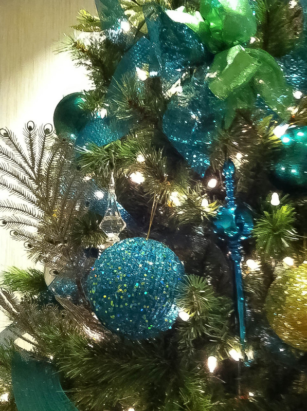 teal-and-gold-christmas-tree-fine-ideas