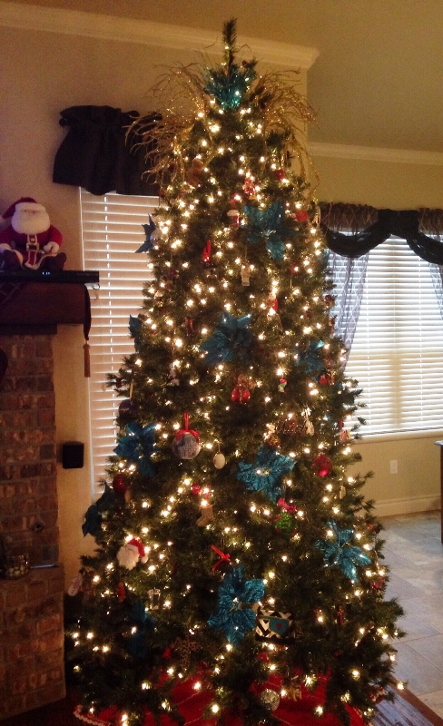 turquoise-and-gold-christmas-tree