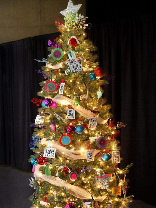 unique-christmas-tree-decorating-ideas