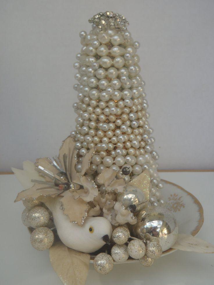 vintage-christmas-tree-centerpiece