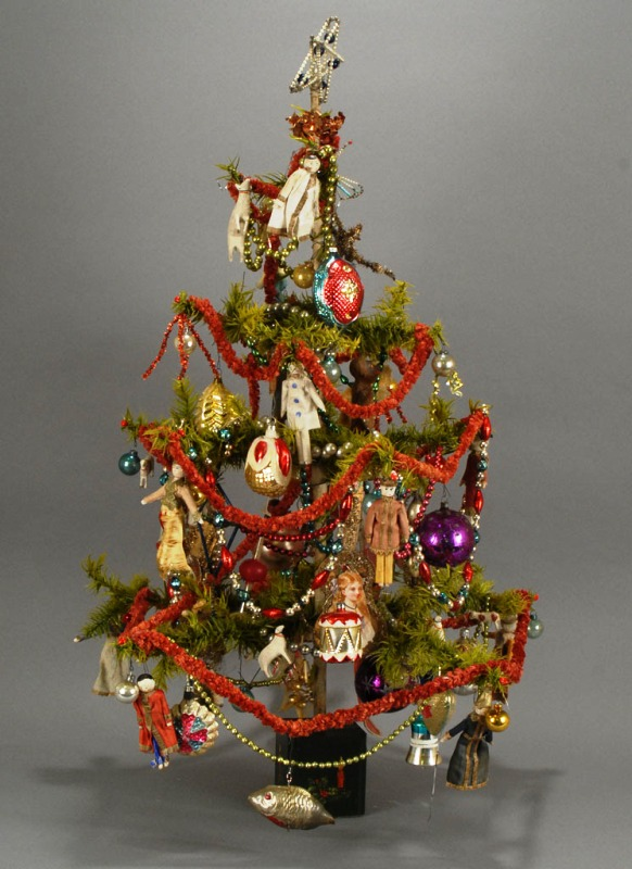 vintage-christmas-tree-with-ornaments