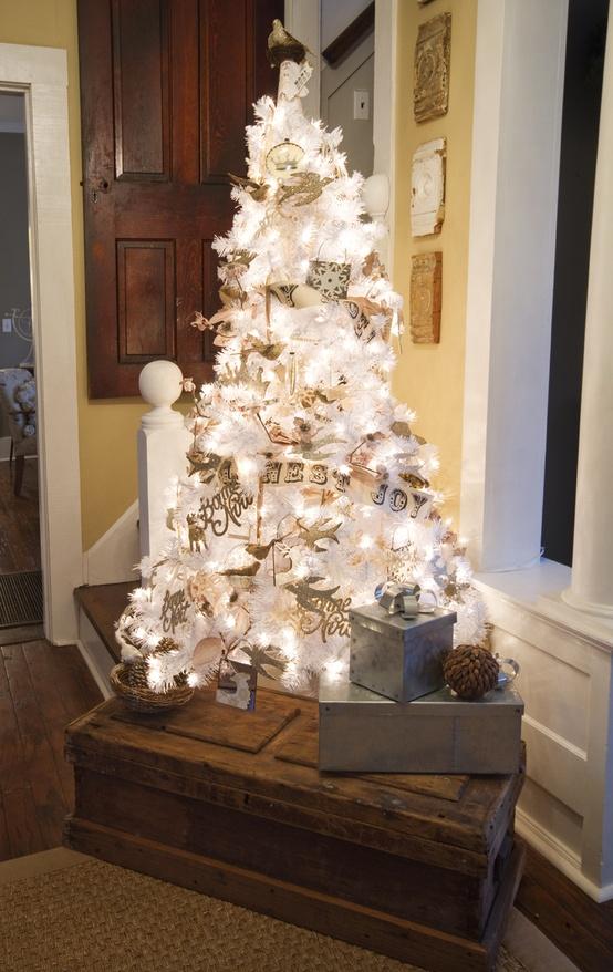 vintage-white-christmas-tree-decorating-ideas-pics