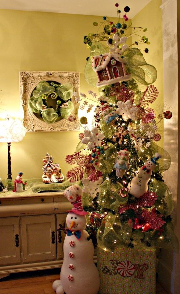 whimsical-christmas-tree-decor