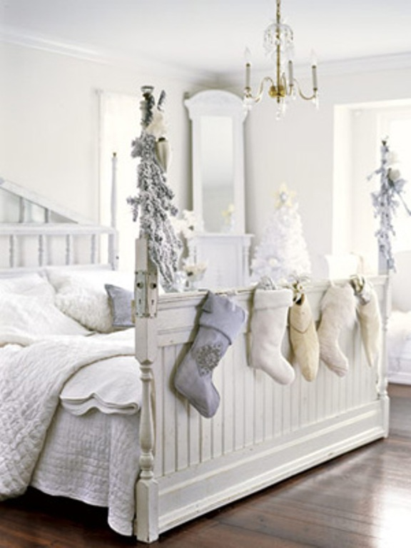 white-christmas-bedroom-decoration