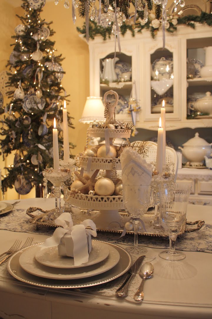 white-christmas-table-setting