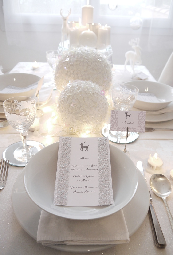 white-christmas-table-setting-idea