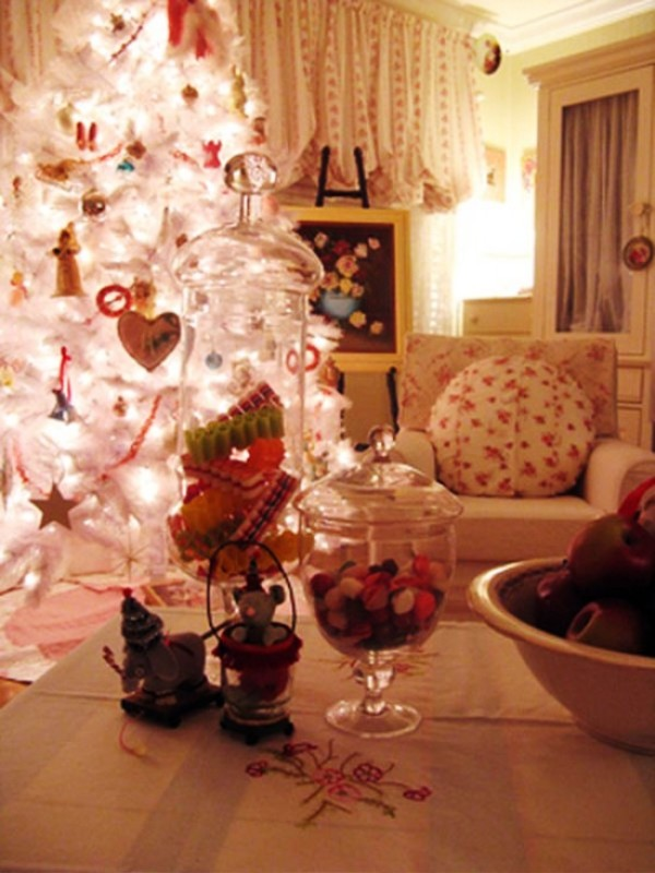 white-christmas-tree-decorating-fine-design