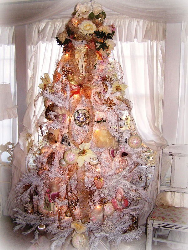 white-shabby-chic-christmas-tree-design